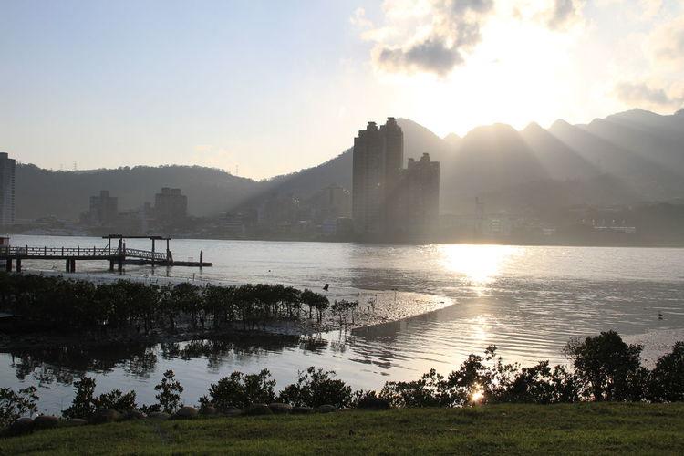 就是那個光!黃金水岸! Sunset_collection Sunset Beautiful Taiwan EyeEm Taiwan The View And The Spirit Of Taiwan 台灣景 台灣情 EyeEm Best Shots Open Edit