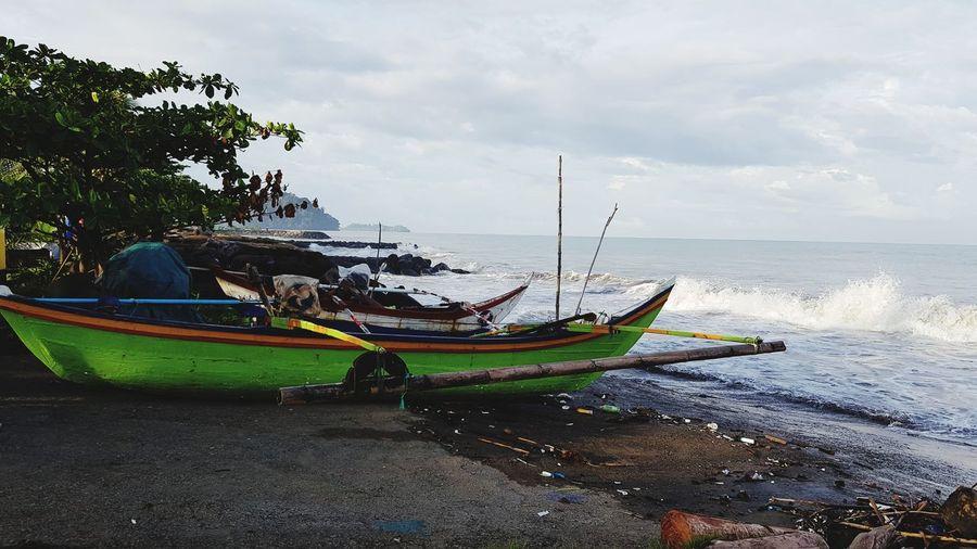 Bright boat,