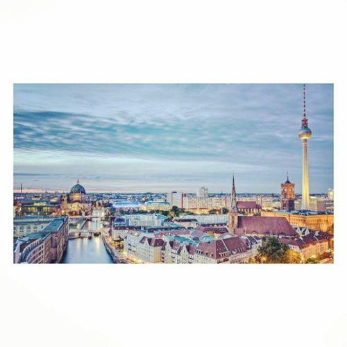 Voglio andare a Berlino con te. ✈ Travel Saràchecifacciamoviaggi Maèsognarechecirendesaggi Labellavita Berlin Instabigcity Instalove Instatravel Instatripmentali Likeforlike Likeforfollow Followforfollow