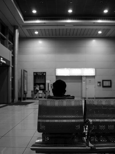 Black & White Dubai, UAE Lowlight Mirror Blackandwhite Blackandwhite Photography Evening Monochrome monochrome photography Sony Street Photography Streetphoto_bw Streetphotography
