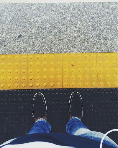 Sempre atrás da linha amarela. VSCAM Vscamera Photo Usuariodemetro Metro Subway MetroSP Spcity Photograpy Love Fotografia Linha5lilás Registro