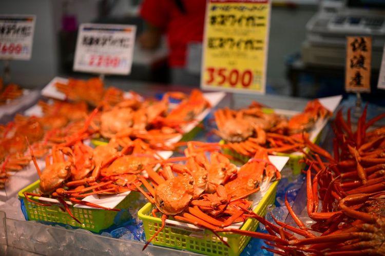 いろんな蟹。食べきれない。 Crab Food And Drink For Sale Market Food Retail  Freshness Large Group Of Objects No People Seafood Market Stall Price Tag Choice Healthy Eating Variation