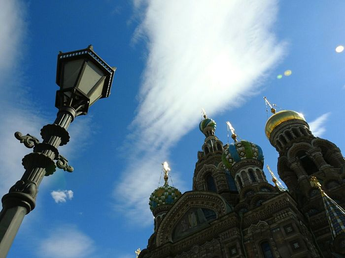 Spas Na Krovi Architecture Church Lamp Religion Sky Cathedral Deep Blue Sky Tourism Sunny Summer Memories 🌄 Sole...☀ Colors Of Sankt-Peterburg Colors And Patterns Sankt-Petersburg Russia