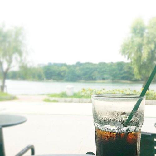 Coffee Cafe Instacoffee Cafelife Caffeine Coffeeaddict Coffeegram Coffeeoftheday Cotd Coffeelover Coffeelovers Coffeeholic Coffiecup Coffeelove Coffeemug Coffeeholic Coffeelife Starbucks Starbuckscoffee 大濠公園 福岡 * 小学校の頃、マラソン大会に向けて、一周2kmのこの公園を嫌々走らされた🏃 親に大会日程を知らせず、その日からの家族旅行出発をごり押し🚀 結果、ハワイへ逃亡成功💃🌴 後でしこたま怒られた(先生にも両親にも)🙌 嗚呼、思い出深い大濠公園🙆❤ * In Ohori park, STARBUCKS is nice location🙆☕ *