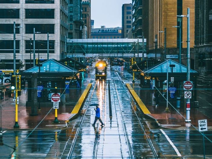 Rainy Minneapolis. Minneapolis Minnesota Train Rain Rainy Days Rainy Day RainyDay Umbrella Cityscapes Urban Urbanphotography Urban Landscape Urban Geometry Minnesota💙 Urban Lifestyle