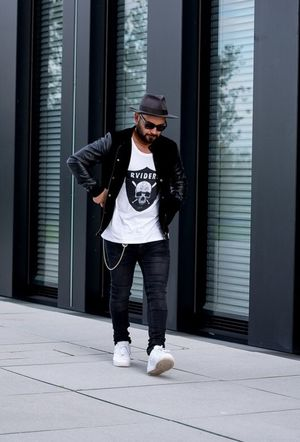 Hey... Blackandwhite Fashion Today's Hot Look Streetstyle Sneakers EyeEm Nature Lover Style Love Streetfashion Vintage