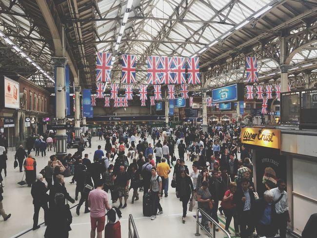 London Station Unionjack Union Jack Flag Train Station Rush Hour Commuting Big City
