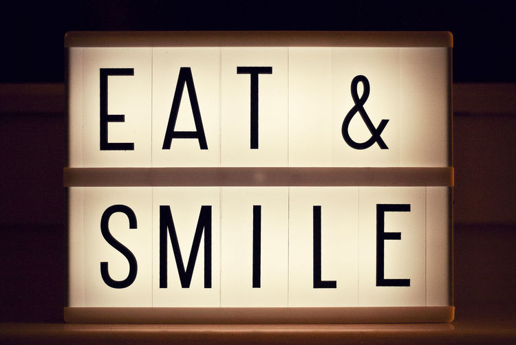 eat&smile01 Eat Eat & Smile Illuminated Letters Letters Sign Smile Symbol Text