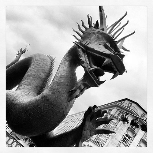 #drache #schwarzerdrache #metall #hamburg #s/w #black&white S Black Hamburg Metall Drache Schwarzerdrache