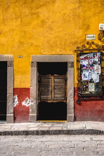 Day Outdoors San Miguel De Allende Mexico Travel Travel Destinations Tranquility Travel Photography Architecture Architecture_collection Colorful Town Town Scape Building Exterior Built Structure Building No People City Yellow Wall - Building Feature Yellow Color Window Entrance Door Art And Craft Multi Colored Old Wall Red House Retail