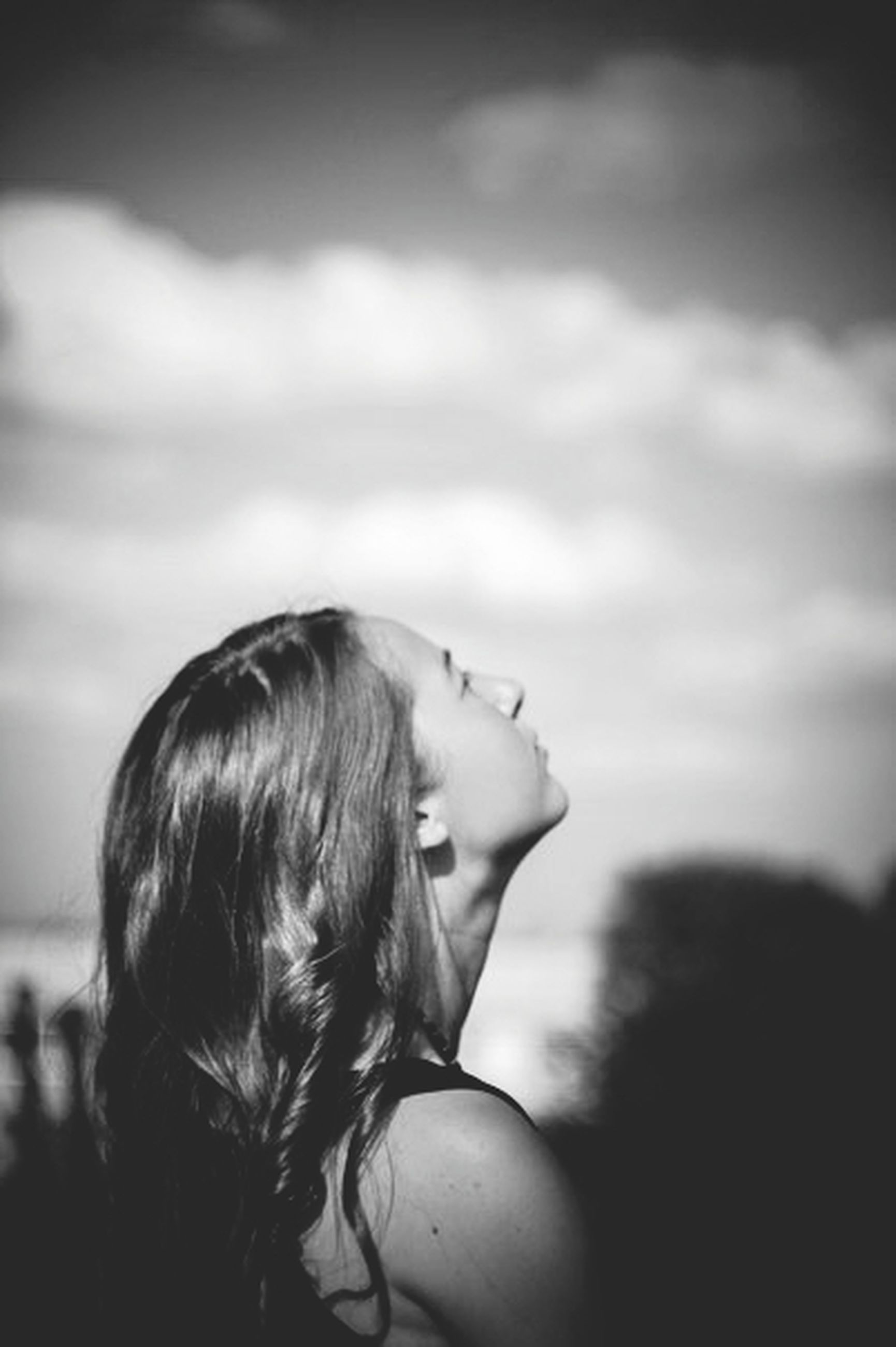 lifestyles, leisure activity, person, focus on foreground, childhood, headshot, young women, rear view, sky, long hair, girls, side view, relaxation, waist up, head and shoulders, brown hair, cloud - sky