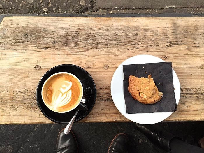 Coffee Morning Hanging Out Coffee & Cookie Coffee Half Eaten Wooden Bench Texture Kaffeine London My Favorite Breakfast Moment London Lifestyle