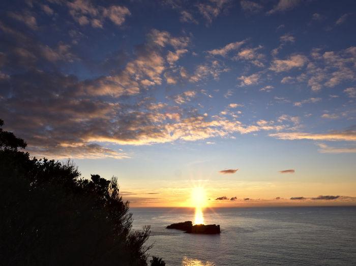 "Sun rising over ""The Nuggets"" off Cape Tourville Sunrise Beauty In Nature Island Ocean Freycinet National Park EyeEm Landscape EyeEm Nature Lover Cloud - Sky Tasmania Australia Eyeem Australia Olympus OM-D E-M5 Mk.II Calm Islands Morning Sky No People Non-urban Scene Colour Of Life"