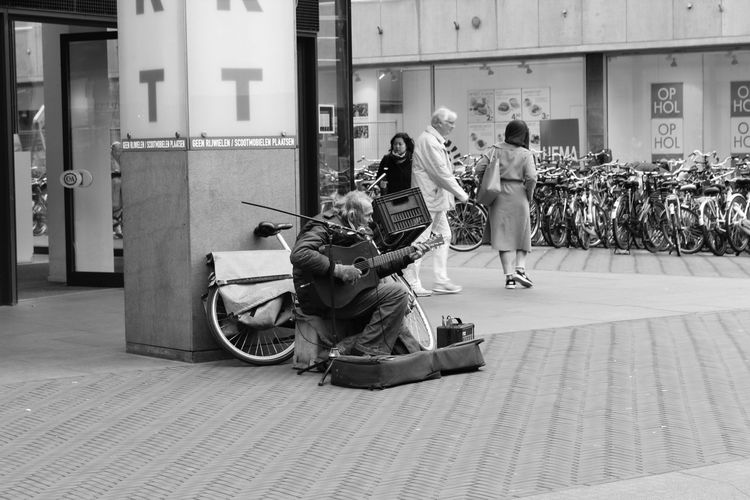 I always like to stand still when I see this guy on the streets. Chuck Deely is a known street artist in the city centre of The Hague. He was born in Detroit, USA. He is living in The Netherlands and trying to make some money by playing his music on the streets. I get so much energy everytime I hear and see him play. The Street Photographer - 2016 EyeEm Awards Streetartist Streetphotography Blackandwhite Blackandwhite Photography Black And White EyeEm Gallery City Eyeemphotography Thenetherlands The Hague People Street