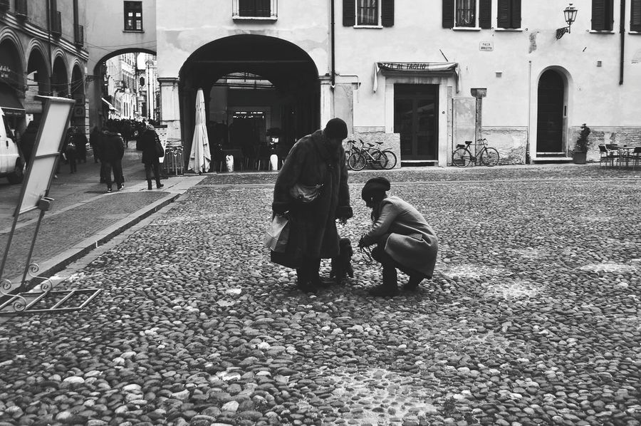 Oh come on! Streetphotography Streetphoto_bw Mantova Blackandwhite Hanging Out Generation Young And Old