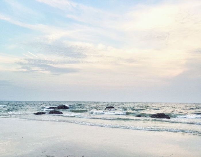 Thailand Thailand_allshots Sea Beach Sky Scenics Outdoors Nature Pink Sky Calm Sea Happiness Wave Water Beauty In Nature Sea And Sky Pink Sky Allweseeisthesea Summer Summertime Huahin Huahinbeach Travel Beach Life