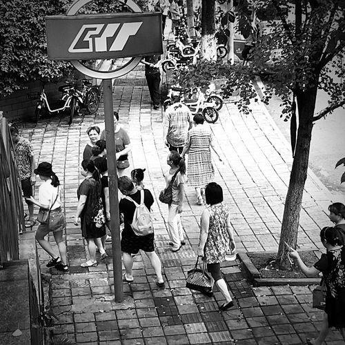 文艺重庆   046 Iphone6plus Day Group Of People Street City Footpath Wall - Building Feature Architecture
