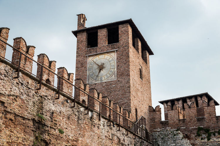 Torre y reloj Architecture Brick Building Exterior Built Structure Clock Clock Tower Old The Past Tower Wall
