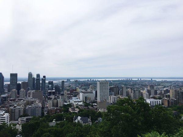 Vu d'en haut Canada Montréal Building Exterior City Architecture Built Structure Sky Cityscape Building Nature Tree Urban Skyline