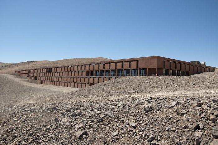 La Residencia in Paranal, Chile. Location for the James Bond Movie and home of ESO astronomers. James Bond Astronomy Built Structure Day Eso Paranal Residencia
