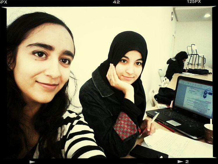 Zayneb Abbessi Studying Pom