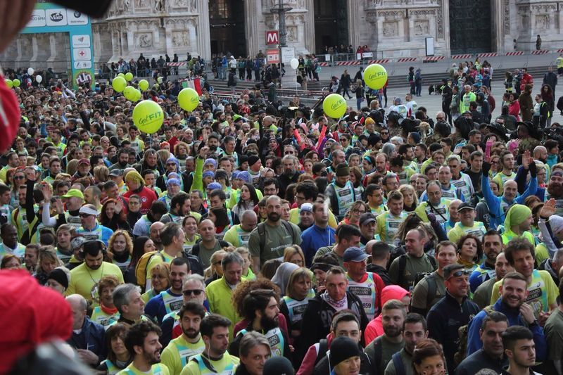 Stramilano 2018 Runners Runner Running Run Stramilano Large Group Of People Crowd Real People Men Day Building Exterior Social Issues Outdoors People City The Photojournalist - 2018 EyeEm Awards
