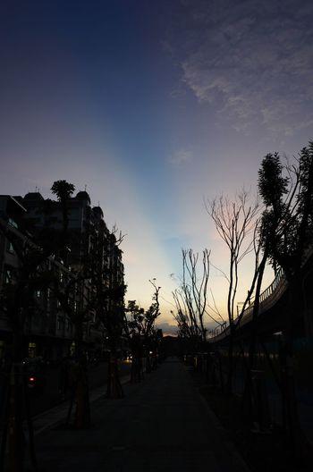 今天特別的天空,好像被畫筆畫到一樣... Streetphotography Cityscapes