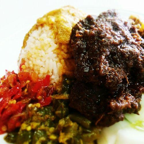 Nasi Rendang RM Sinar Surya, Pasar Benhil. Rasaindonesia
