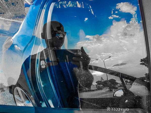 riflessi Blue Sky Blue And Dark Ombre Holiday Car Glass Mirror Sea Mirror Reflection Glass Men Water Well-dressed City Spraying Sky Cloud - Sky
