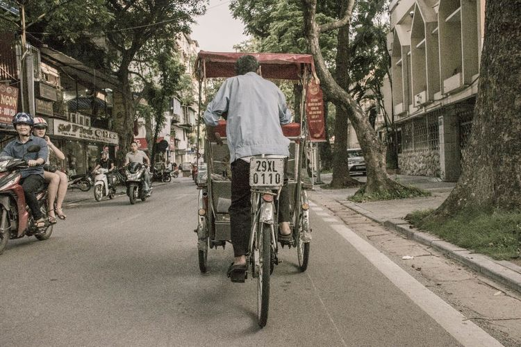Bicycle City Street Transportation Cycling Street Riding City Life City People Outdoors Summer Vietnam Hà Nội Old Fashion Old Fashion Style Connected By Travel