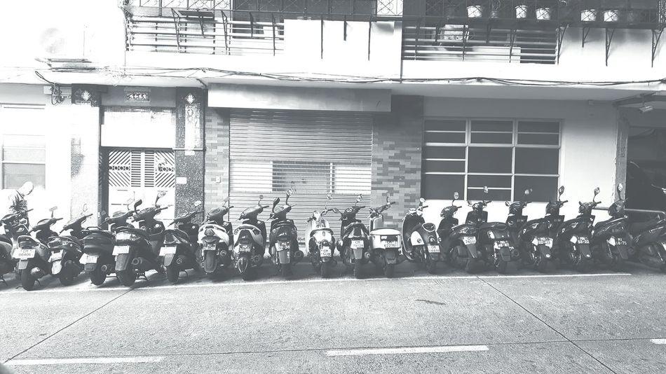 Mopeds Lined Up No People Large Group Of People Sleeping Machines Kollektiv