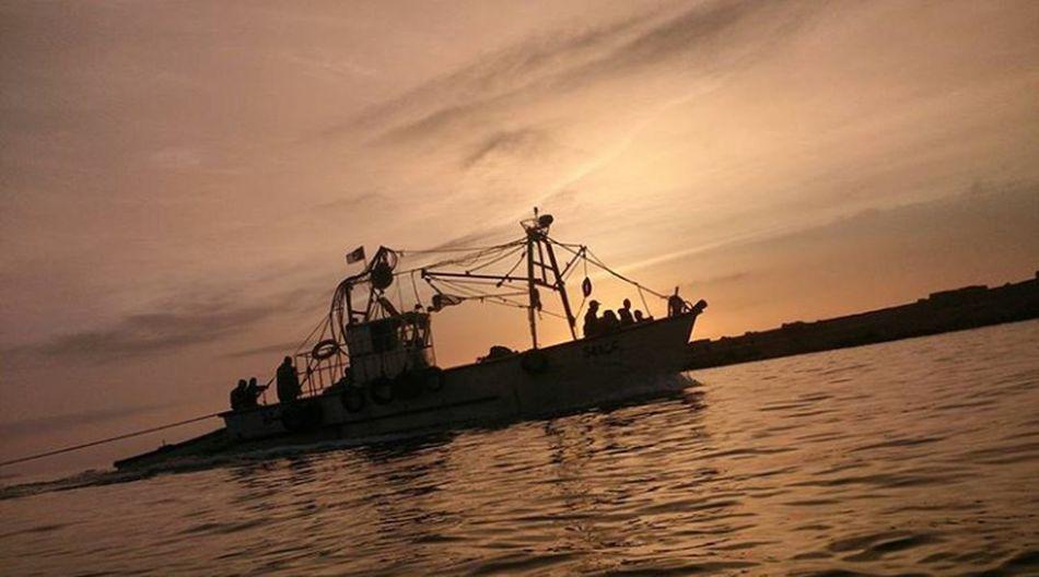 Water Sunsetsea Seascape Outdoors Beauty In Nature Fishermen Boat Fisherman's Friend Sea Cloud - Sky Nature Seaview Sky Sunset Romantic Sky Tranquility Nightsea Fishermenboat Fisherboats  Fishermen Fisherboat Fishermen's Life