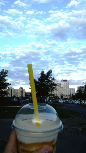 Walking Around Goodday Check This Out Taking Photos добрый вечер оболонь Coffee Time Nice Atmosphere Lovely Weather No Worries