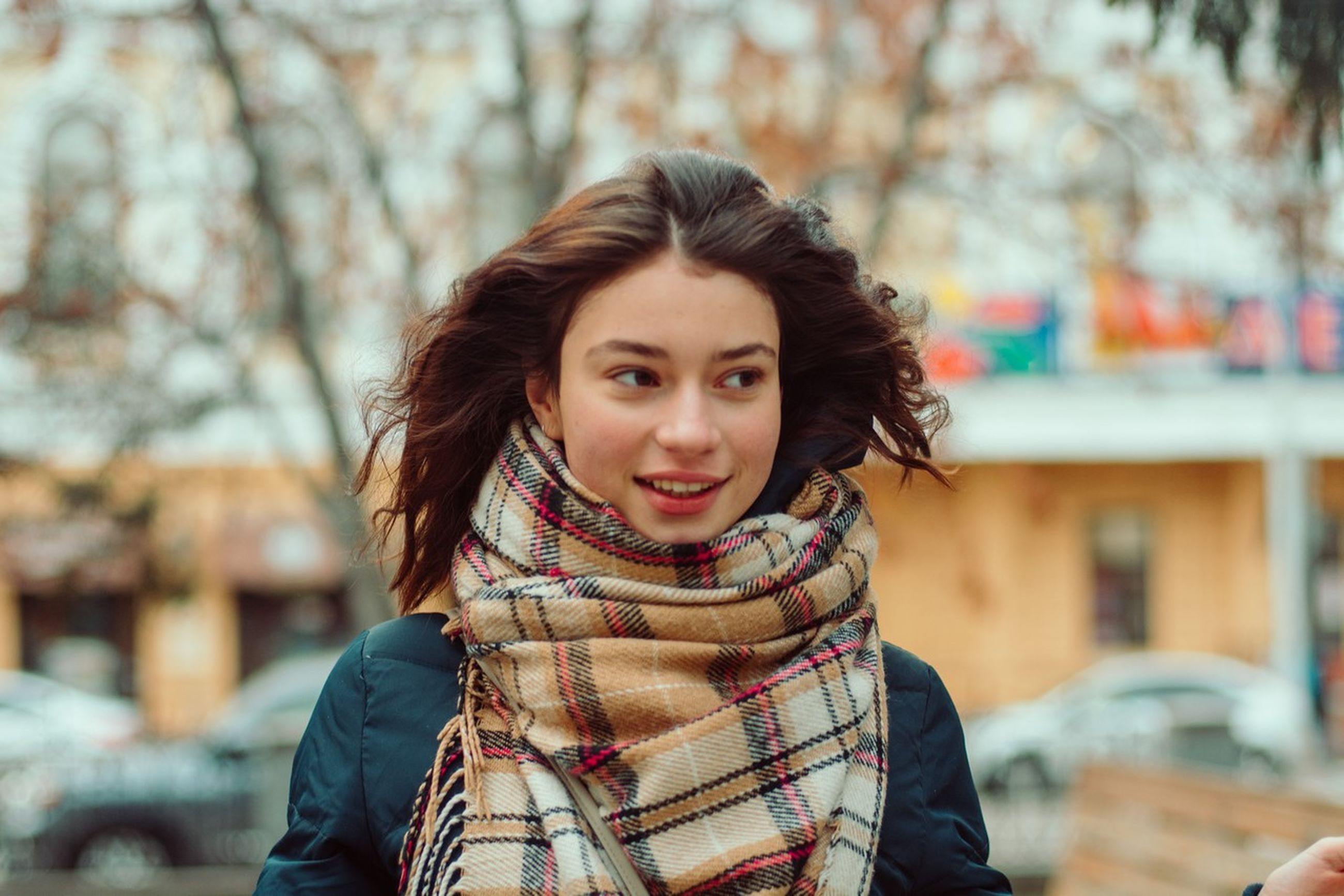 one person, portrait, looking at camera, young adult, focus on foreground, clothing, smiling, warm clothing, young women, front view, real people, winter, beauty, tree, beautiful woman, scarf, lifestyles, women, hairstyle, hair, outdoors