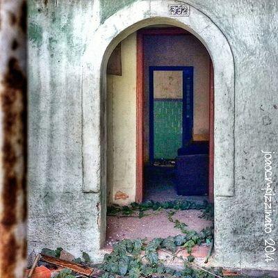 3 Doors. Portaseportoes Portasejanelas Icu_doorsandwindows Abandonedwed abandoned building_shotz streetphotography urban neighborhood colors city zonasul saopaulo brasil photography filthyfacades wallfilth