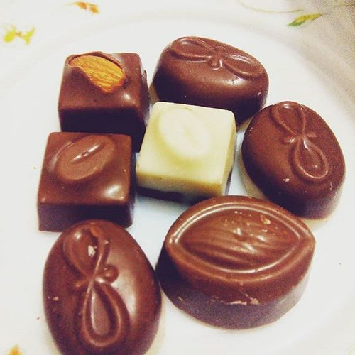 Chocolates make me happy :-D Lategram Sweettooth LoveEm Decemberdairies💞 Bubyee2015