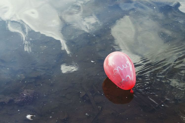 Red Balloon Mais Amor More Love  Balloon Lake Floating On Water