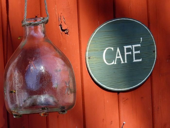 Sign Close-up Red Wasp Eating Wasp Trap Trap Trapped Wooden Coffeeshop Retro Old Fashion Style Glass Container