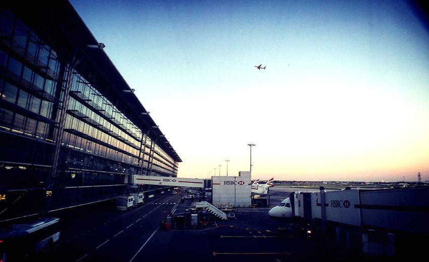 En transit Plane Airport London Heatrow Sky AirPlane ✈ Moment Lens
