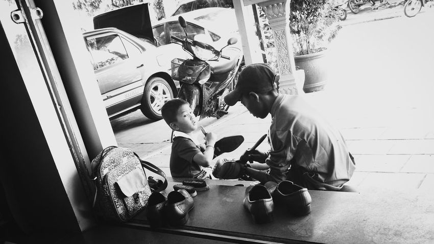 Poor  Children Shoes Polish Same Sky Different Life Earning For Living Black And White Monochrome P9 3XSPUnity EyeEm Gallery P9 Huawei Street Photography