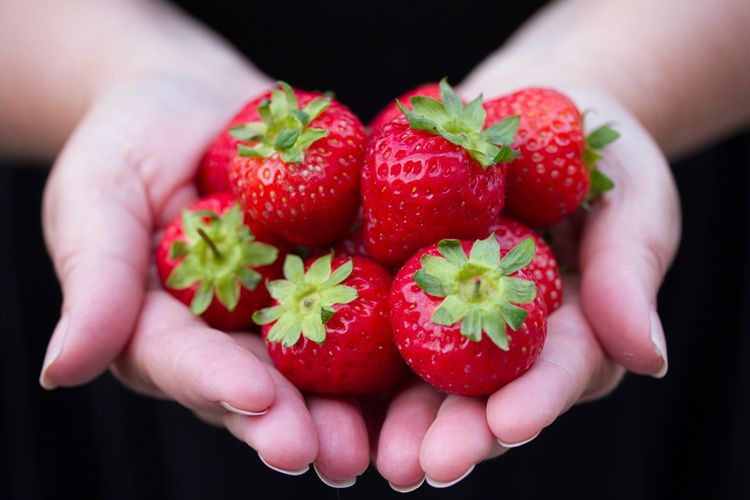 Fruit Freshness Food Strawberry Strawberries Tasty Red Healthy Eating Healthy Lifestyle Holding Food Stories
