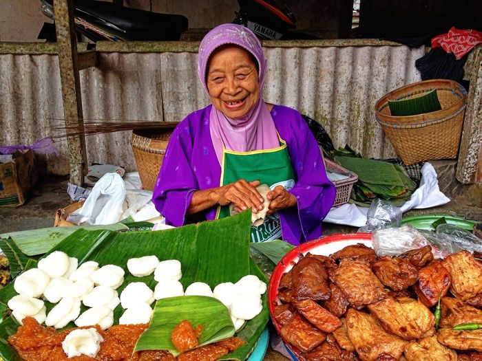 Smile Indonesian Culinary Peddler