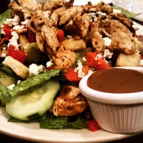 Lunchdate Greeksalad Yunmo Getinmytummy blackenedchicken healthnut healthlylunch @abiigailxo
