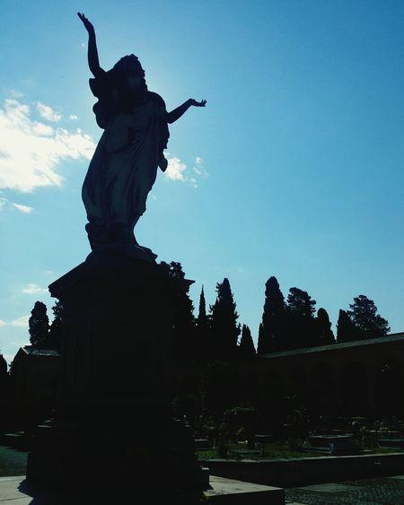 VERANO♥ Architecture Silhouette Sculpture Cimitero Monumentale Rome Italy🇮🇹 Statua Cristo Christus Statue