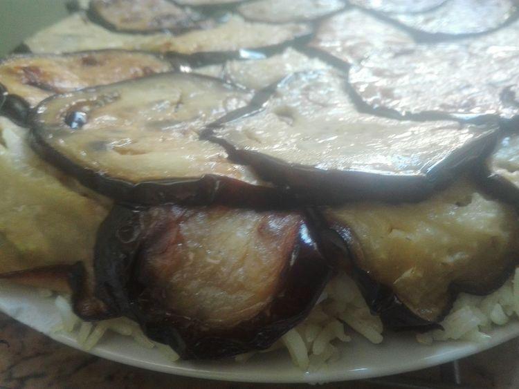 hmmm ces aubergines si fondantes.... Fait Maison Homemade Arabic Food Maqloobe مقلوبة Aubergine Eggplant Rice Cake Rice - Cereal Plant Riz Close-up Food And Drink