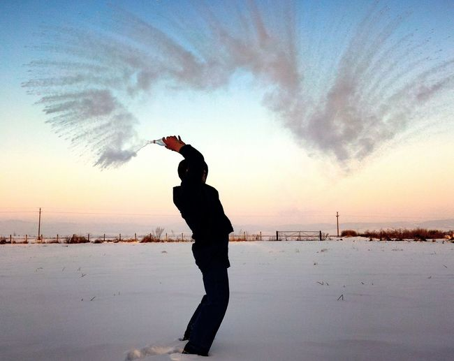 -28 Celsius💨 Cloud - Sky One Man Only Nature Water Sky Outdoors Only Men Reflection Men Sunset Cold Temperature Cold Cold Winter ❄⛄ Winter Frozen Water Frozen Creative Light And Shadow Creativity PhonePhotography Phone Photography Wintertime Lifestyles Snow ❄ Nature_collection