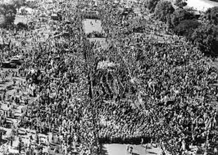THIS IS THE FUNERAL POSSESSION OF LEADER FATHER OF NATION ON 30 TH JANUARY 1948. Crowd
