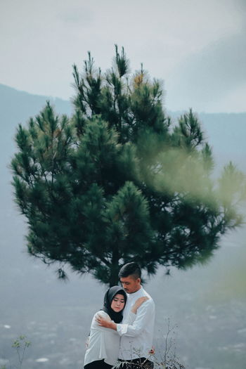 love story 2 #NotYourCliche Love Letter Tree Young Women Warm Clothing Men Togetherness Women Couple - Relationship Smiling Young Couple Happiness Falling In Love