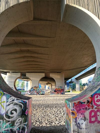 Streetphotography Geometric Shape Geometry Urban Geometry Urban Urbanphotography Circle Circles City Multi Colored Architecture Built Structure Architectural Design Architectural Feature Architectural Column Architectural Detail Graffiti Architecture And Art Street Art