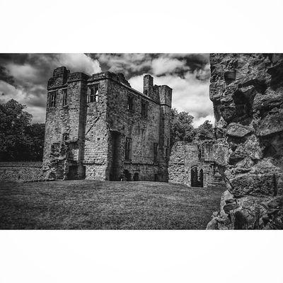 Castles Capturingbritain_bnw CapturingBritain Ukpotd Ig_britishisles Fiftyshadesof_history Rsa_nature_bnw 86d Bnw_diamond Bw_lover Englishheritage Historic Bnwcaptures Bwlife Icu_britain_bw